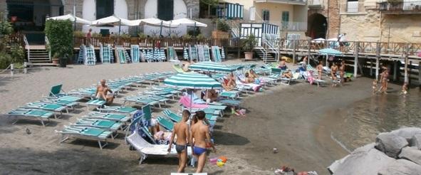 Napoli - Lidi in crisi: calo fino al 50 per cento
