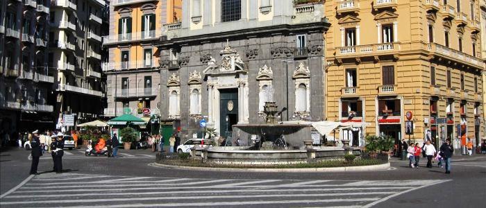 Napoli crisi anche in piazza trieste e trento tanti for Negozi cucine trento